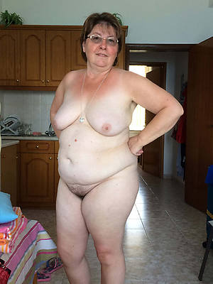 bbw chubby mature posing nude