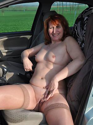 private nude women posing