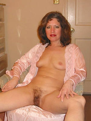 downcast hot mature aged wife pics