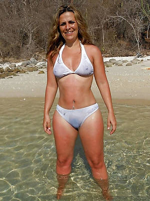 beautiful mature bikini girls pictures