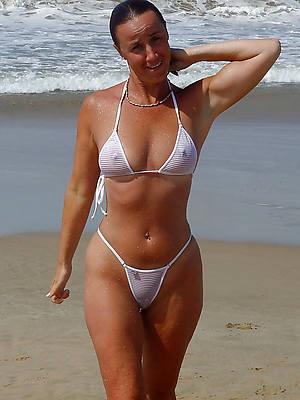 sexy full-grown woman in bikini pictures
