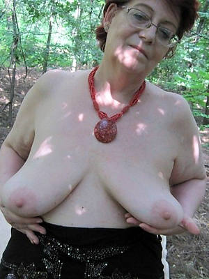 amateur full-grown column with saggy tits pics