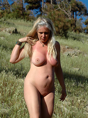 mature white pussy with an increment of tits pics