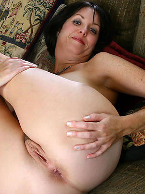 mature phat ass posing nude