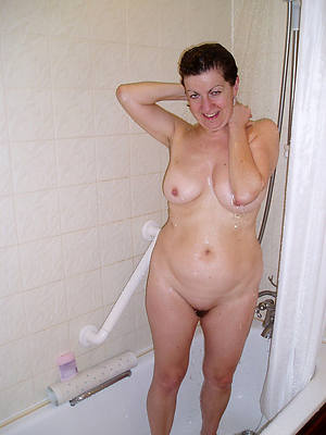 beautiful full-grown women in the shower hot pics