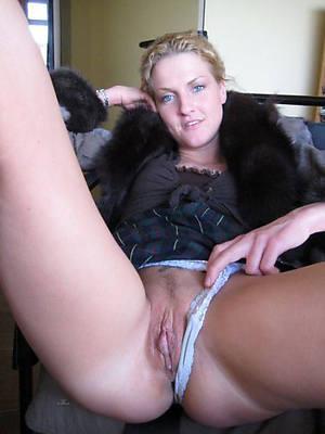 amateur mature erotic women stripped