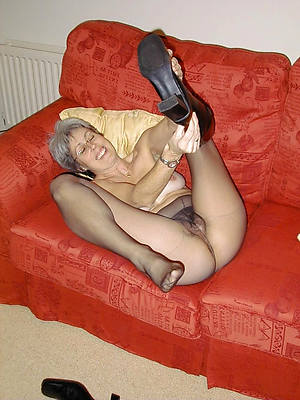 busty amatuer mature squirearchy in pantyhose
