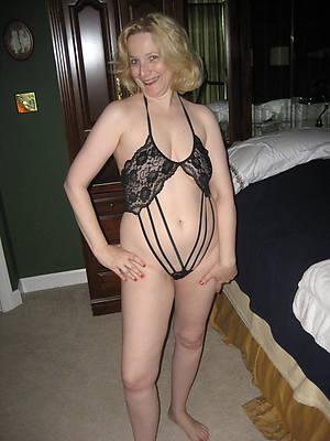 chap-fallen mature woman perfect body