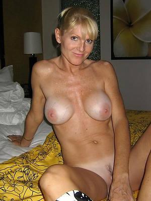 porn pics of white full-grown moms