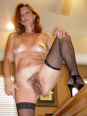 beautiful hot mature mom gallery