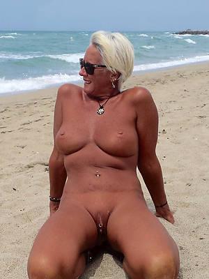 amateur mature nudist beach porn pics