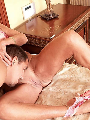 eating mature pussy porn video download