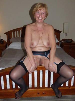 free mature housewives erotic pics