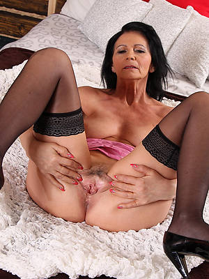 hot naked mature hairy moms pic
