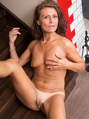 sexy mature wife free porno pictures