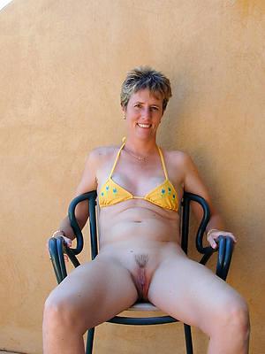 middle one matured amateur bikini pics