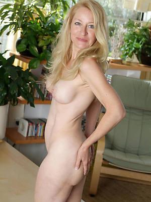 nude white mature column