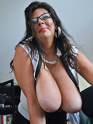 naked pics of full-grown saggy tits
