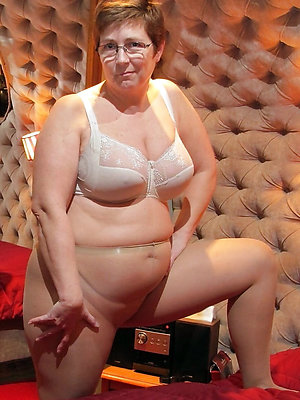 beautiful mature pussy in pantyhose
