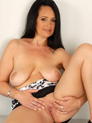 brunette mature shows pussy