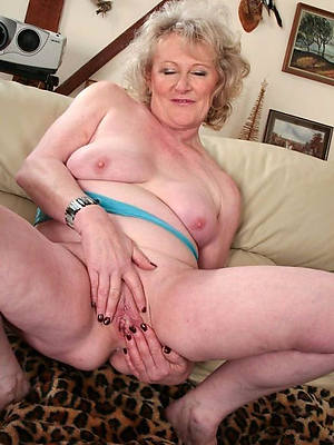 sweet nude mature hairy cunt pics