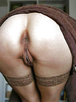 sexy nuisance mature women and shows pussy