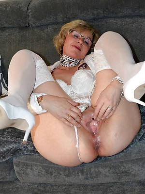 mature milf mom nude pics