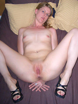 sweet nude shaved mature pussies