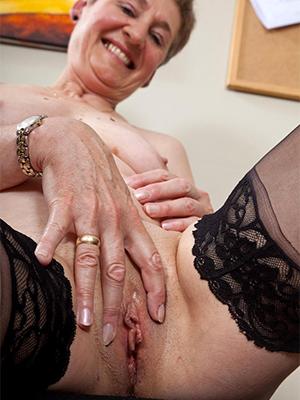 free amature naked old ladies