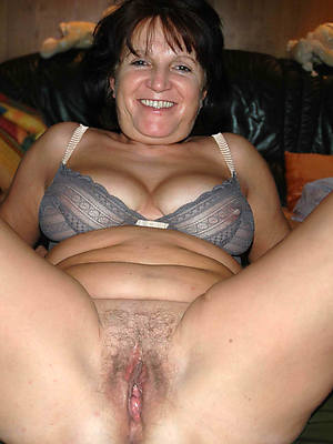 unorthodox grown-up wifes shows pussy
