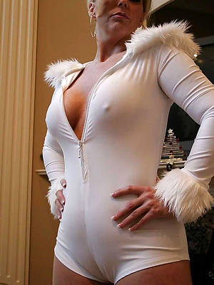 naked mature women cameltoe pics