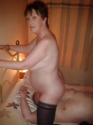 free mature women eating pussy pics