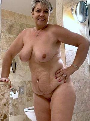 mature showering ameture porn pics
