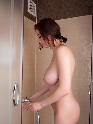mature in the shower porn gallery
