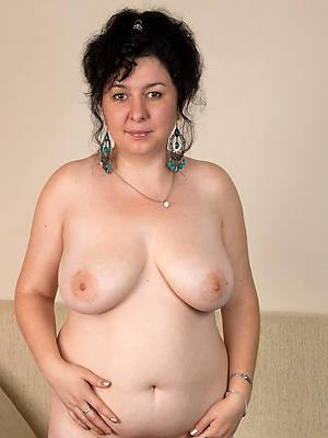 mature brunette porn gallery