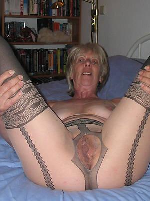 low-spirited mature woman yon pantyhose