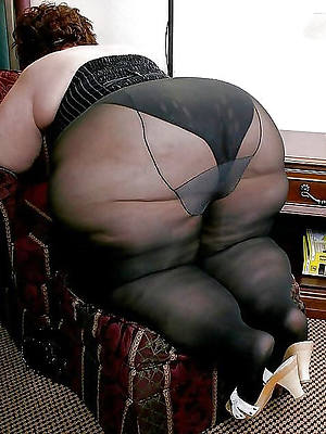 sweet mature woman yon pantyhose pic