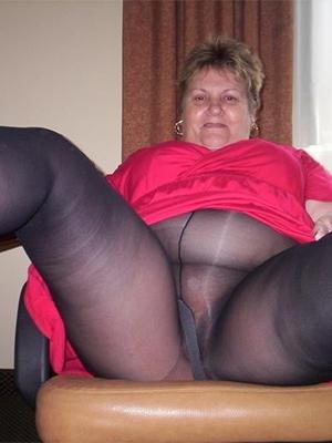 amateur mature ladies in pantyhose