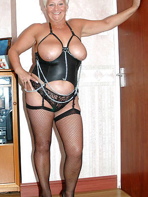 amateur mature women in latex photos
