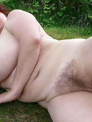 free pictures of mature column at hand big tits