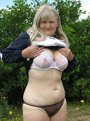 sexy old lady shows pussy