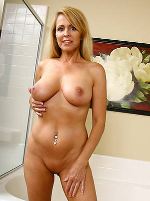 mature solo nude shows pussy