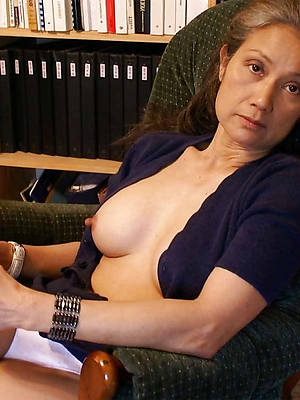 fresh amateur mature nipples pics