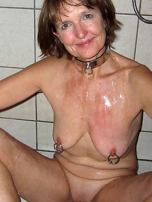 nude mature woman in shower home pics