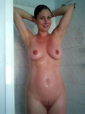 mature body of men close by the shower porn foto