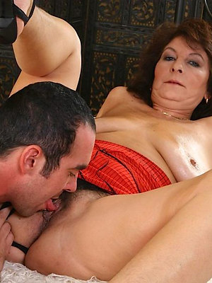 hotties eating mature pussy