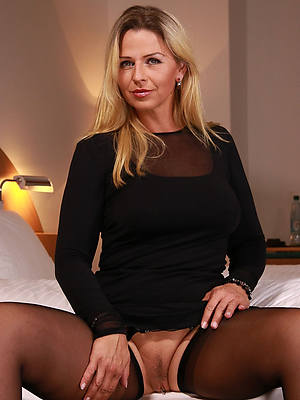 denude pics of mature mom xxx
