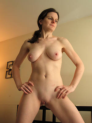 hot mature alone nude pictures