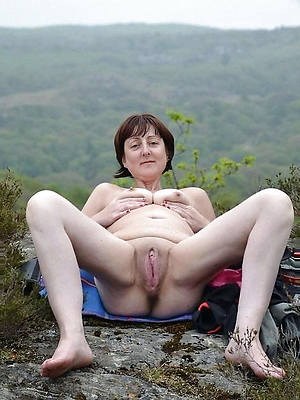 mature shaved cunt nude pics