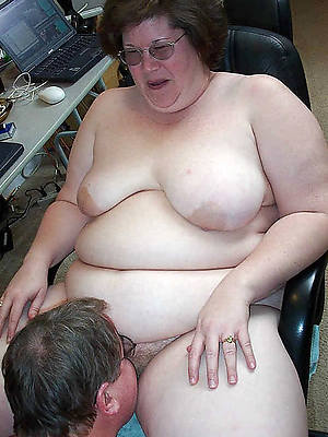 hd grown up woman eating pussy